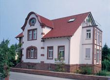 Mehr Farbe auf dem Dach dank engobierter Dachziegel.
