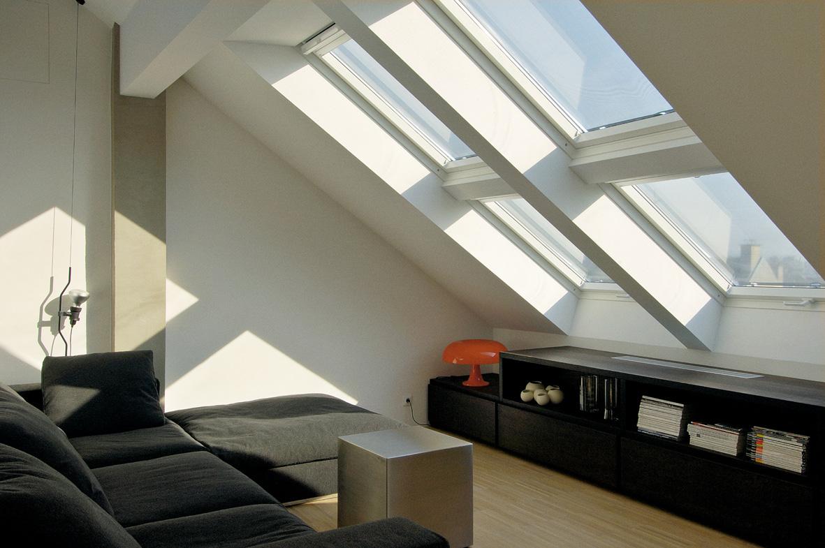 Das Erlebnis von Licht- und Schattenspiel im Tagesverlauf unterstützt die Attraktivität von Wohnräumen unter dem Dach zusätzlich. Bild: Velux