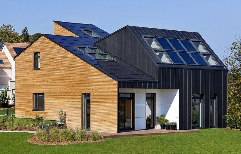 Nutzer von Photovoltaik-Anlagen besitzen ihr eigenes kleines Solar-Kraftwerk auf dem Dach