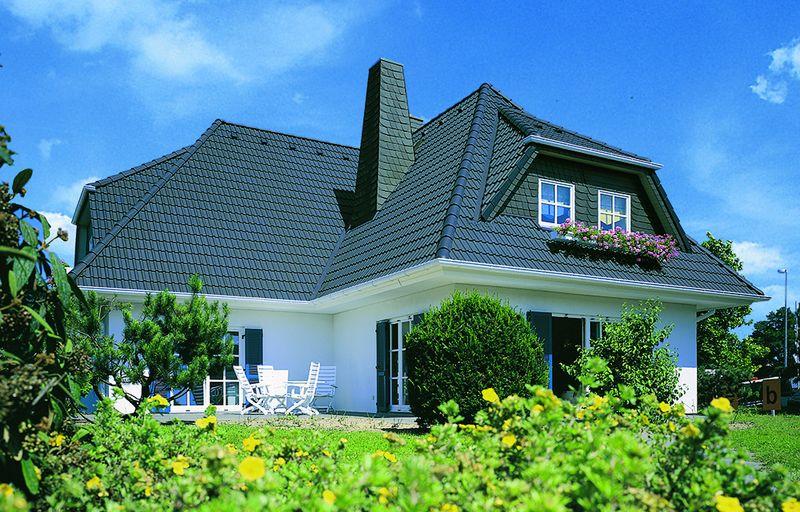 Bauvorgaben, Witterungsverhältnisse und die Hauskonstruktion: Einflussfaktoren für die Wahl der Dachform