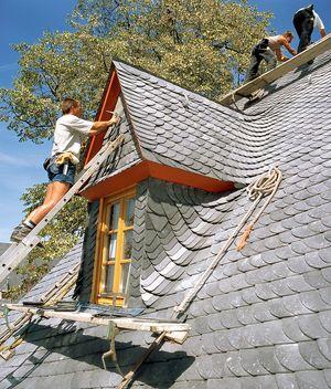 Wissen: Sturmschaden am Dach
