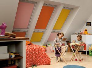 Klima und Licht regulieren: Verdunkelungs-Rollos in kindgerechten Designs.