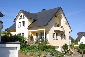 Das Dach eines Hauses bietet vielseitige Gestaltungsmöglichkeiten