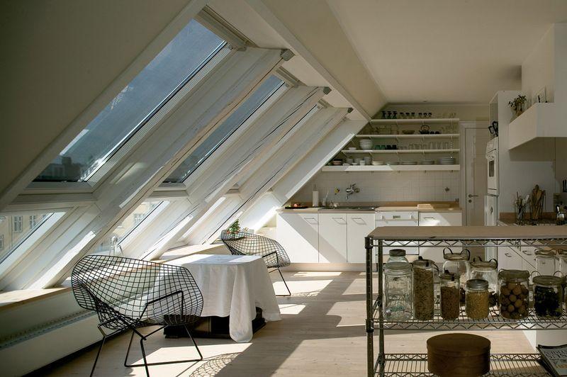 herr ber licht und schatten sein mit dem velux verdunkelungsrollo. Black Bedroom Furniture Sets. Home Design Ideas