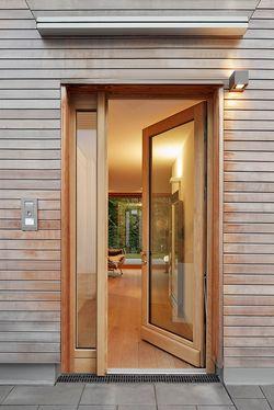 Einladende Architektur mit Fassade aus Robinienholz