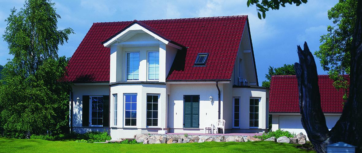Glänzende rote Dachziegel