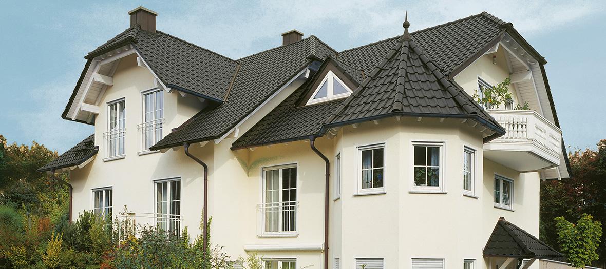 Welche Versicherung zahlt bei Sturmschäden auf dem Dach?