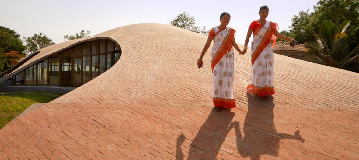 Maya-Somaiya-Bibliothek von Sameep Padora & Associates, Indien (Bildquelle: Edmund Sumner / Wienerberger)