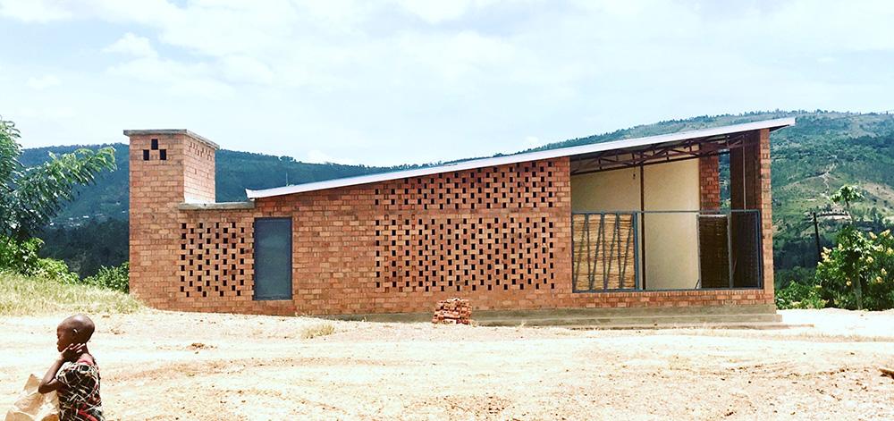 Prototype Village House von Rafi Segal, MIT Rwanda Workshop Team (US), Ruanda (Bildquelle: Rafi Sega / Wienerberger)