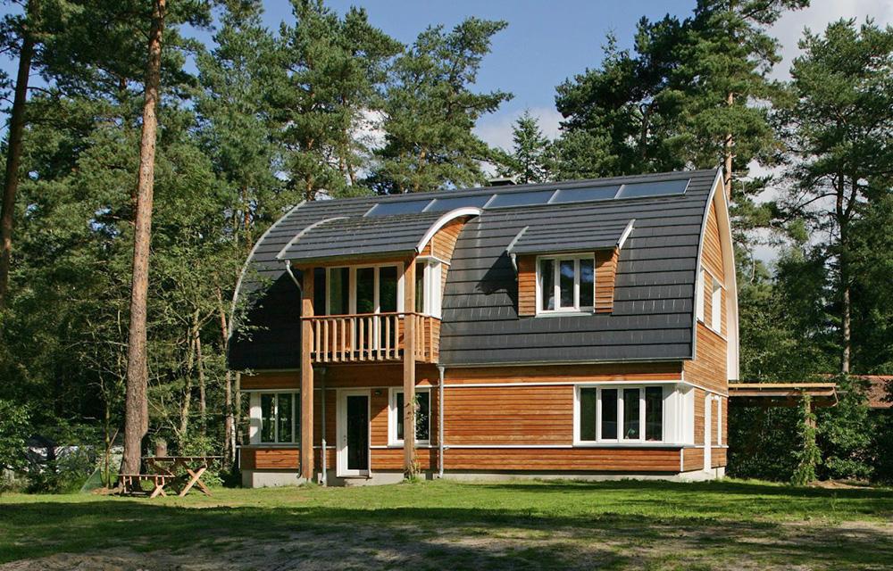 Regionale Bauvorgaben, Witterungsverhältnisse und die Konstruktion des Hauses sind Einflussfaktoren für die Entscheidung bei der Dachform