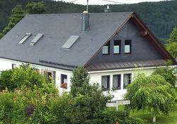 Welche Versicherung zahlt bei Sturmschäden am Dach?