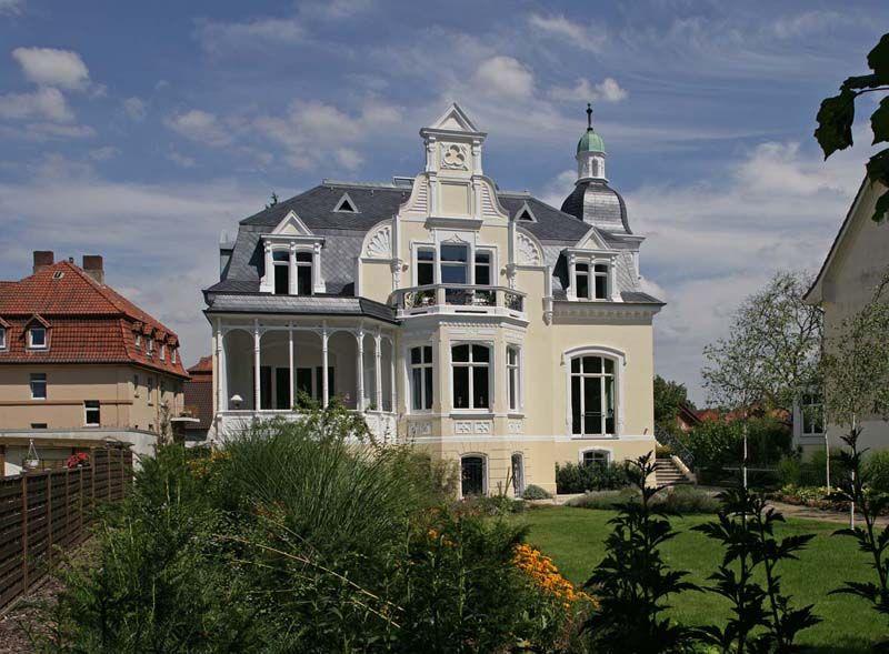 Schiefer-Glanz der Zeit: Dach und Fassade perfekt gestaltet