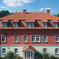 Dach und Gauben eingedeckt mit Dachziegel Granat 11V