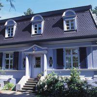 Kleine Villa mit Opal Standard Biberschwanzziegel Anthrazit