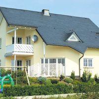 Mehrfamilienhaus mit Schieferdach