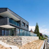 Futuristisches Schieferhaus am Genfer See
